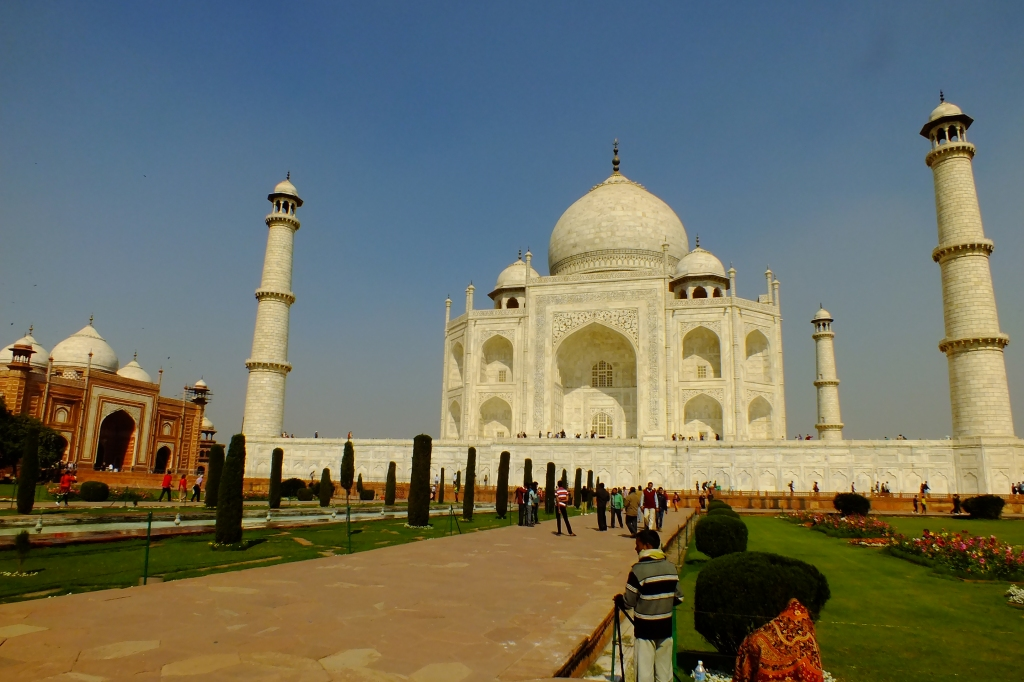Front view of the Taj from the left bank garden.